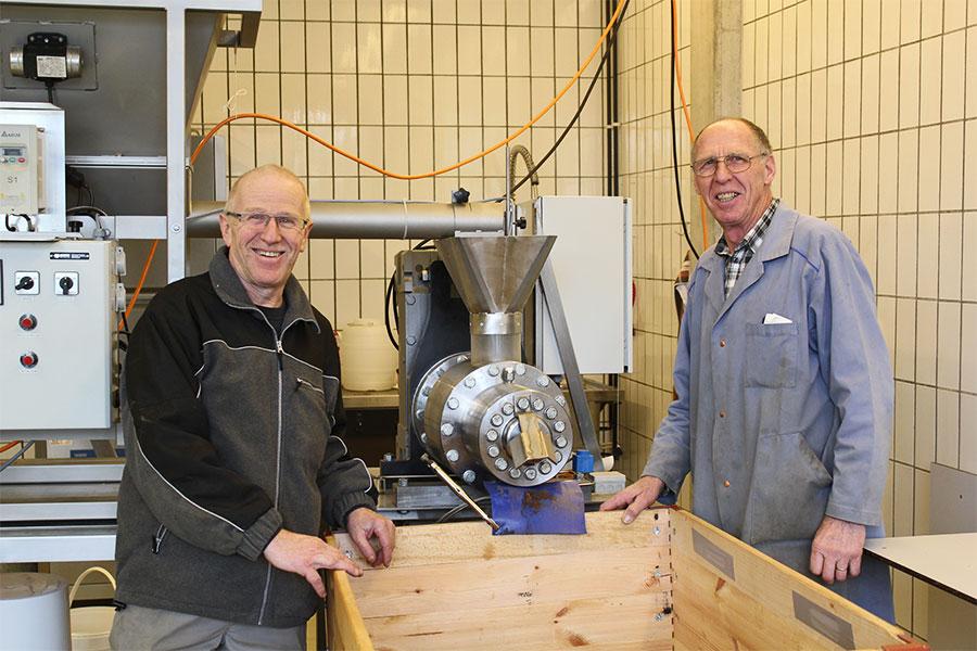 Bruno et Paul sont responsables de la production des huiles et vinaigres