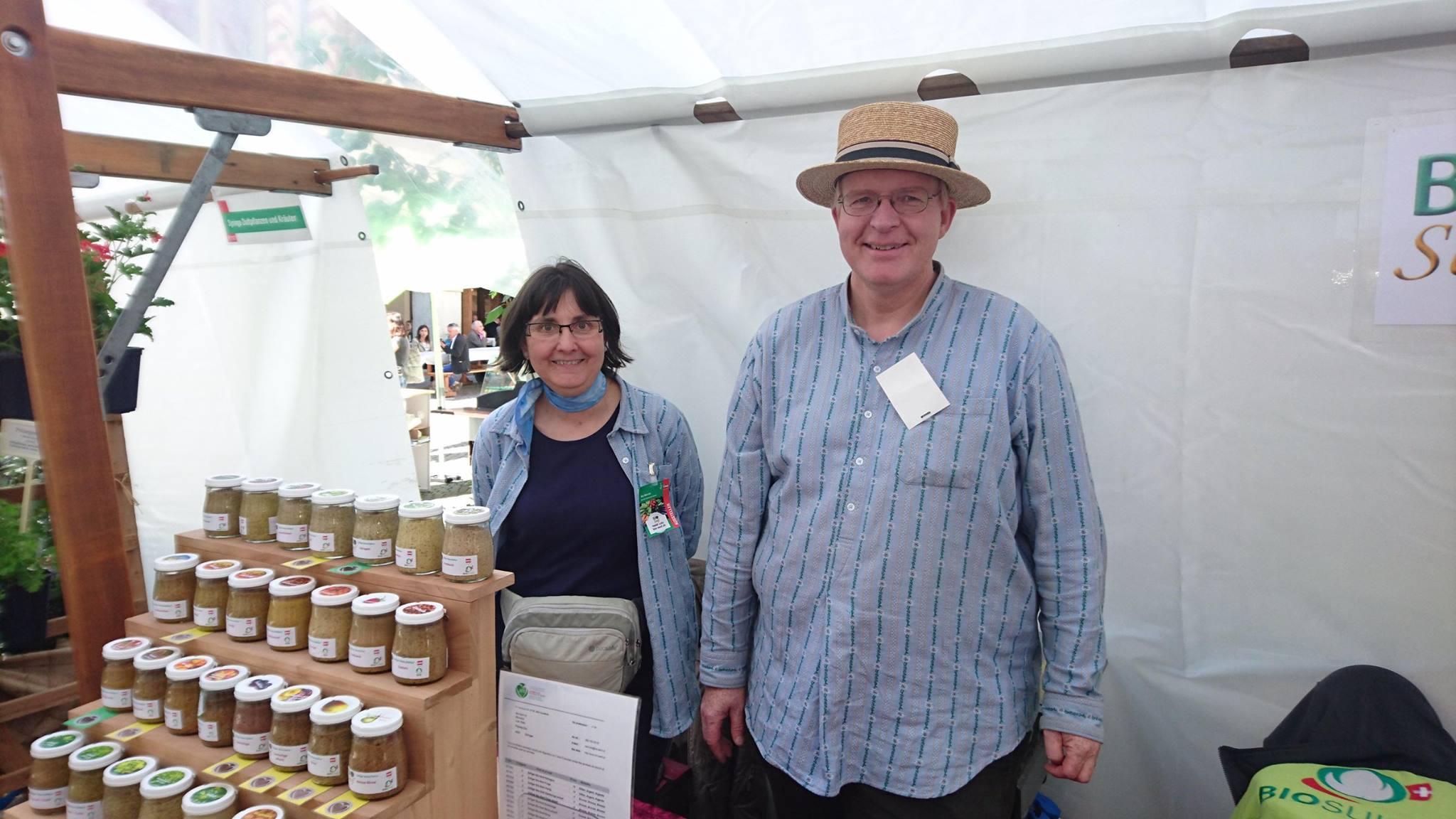 Reto Lutz et son épouse au marché bio de Zofingue (2016)
